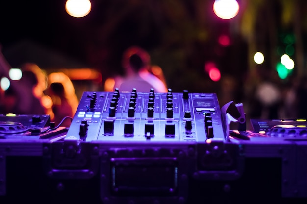 Dj-mixer auf der party