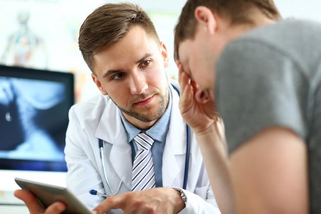 Doc spricht mit besucher