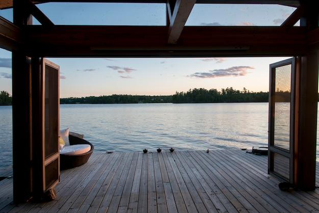 Dock über den see, lake of the woods, ontario, kanada