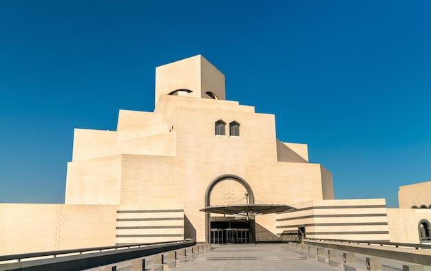 Doha, katar. das museum für islamische kunst. einzigartig modernes design, beeinflusst von der alten islamischen architektur