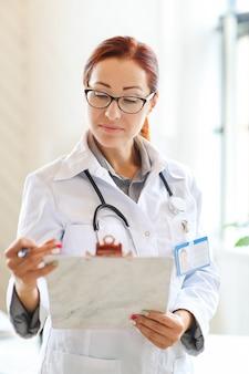 Doktor bei der arbeit