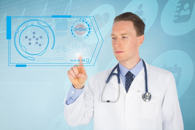 Doktor, der eine virtuelle anwendung drücken