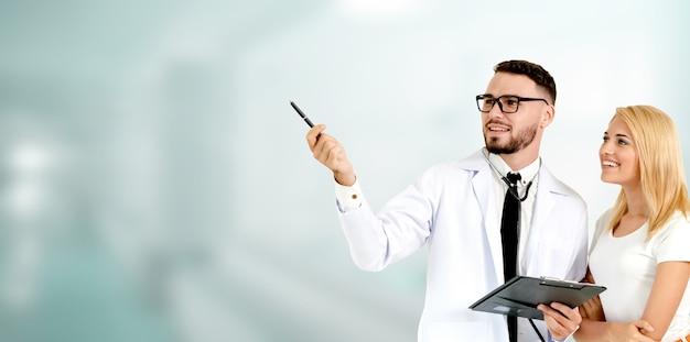 Doktor, der im krankenhaus arbeitet. gesundheitswesen und medizinischer service.