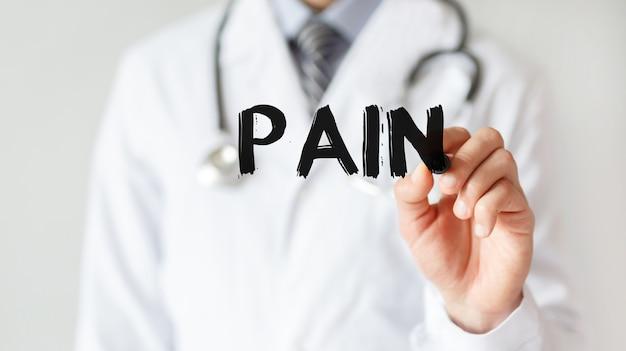 Doktor, der wortschmerz mit marker schreibt, medizinisches konzept