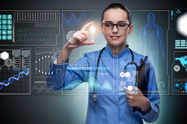 Doktor im futuristischen medizinischen konzept, das knopf bedrängt