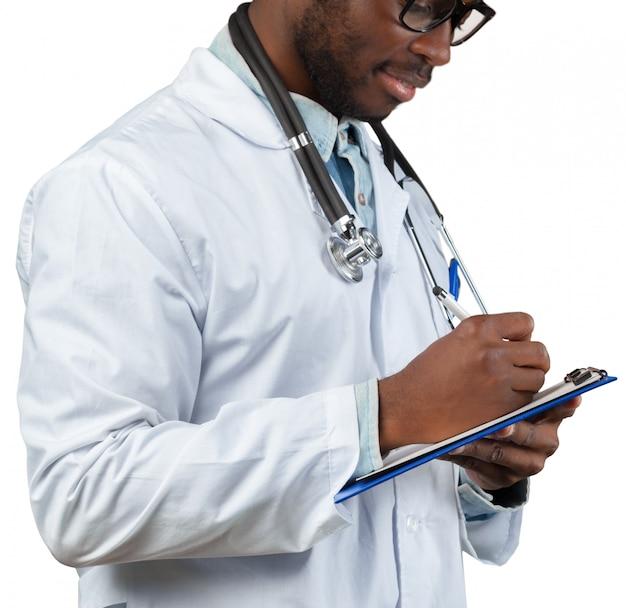 Doktor mit der flip-chart lokalisiert auf weiß