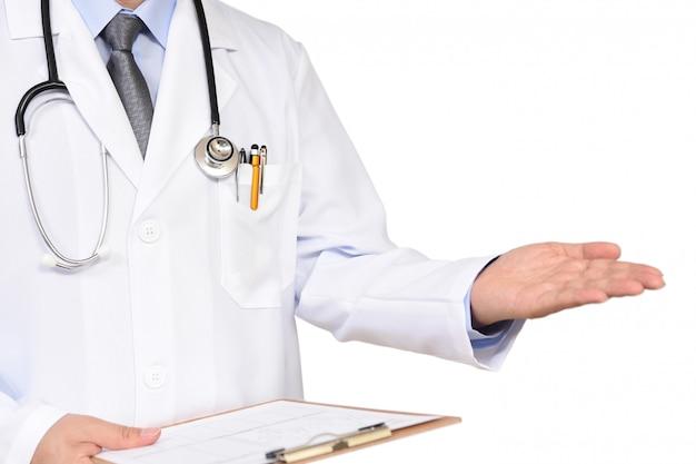 Doktor mit einem ordner