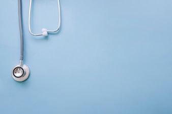 Doktor Stethoskop mit blauem Hintergrund