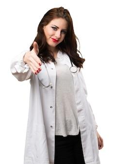 Doktorfrau, die ein abkommen schließt