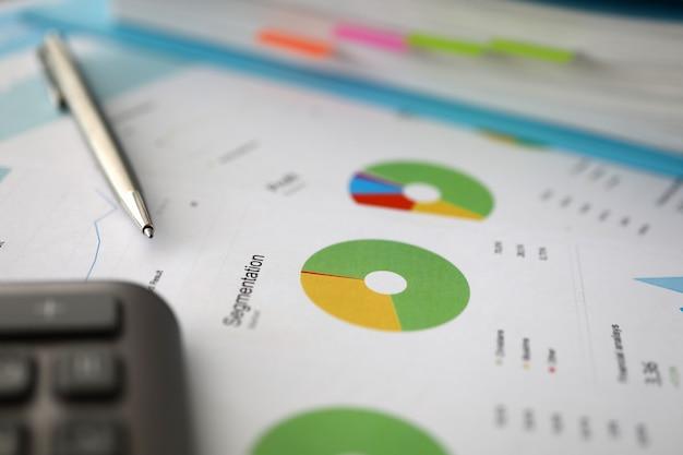 Dokument mit diagrammbericht und statistik