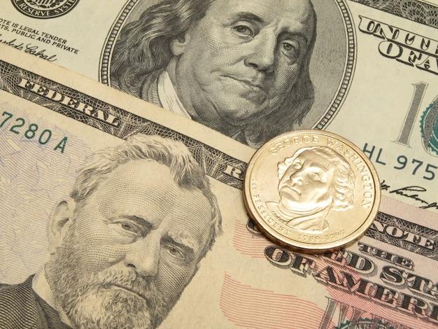 Dollar banknoten und münzen