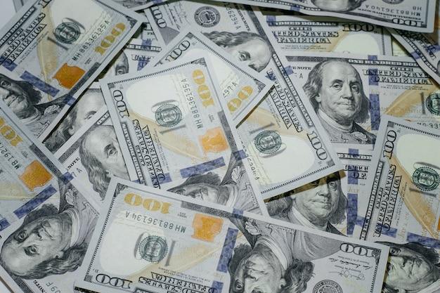 Dollar-hintergrund, hundert us-dollar-banknoten, viel amerikanisches bargeld, selektiver fokus.