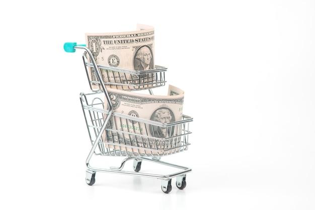 Dollar in einem supermarktkorb. lebensmittel und waren kaufen. geschäft zu verkaufen. einkäufe sparen