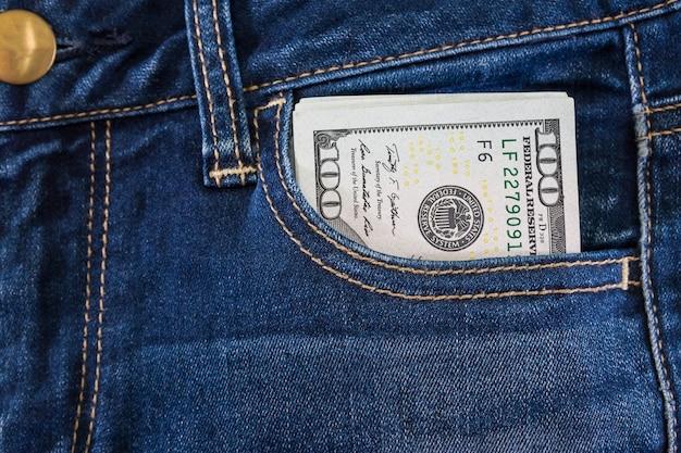 Dollar in jeanstasche. nahansicht.