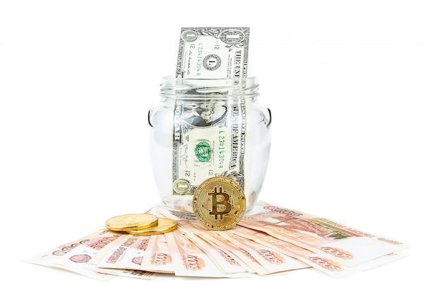 Dollar- und bitcoinweißhintergrund