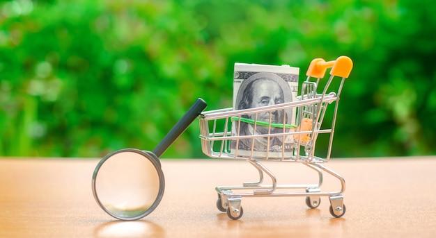 Dollarbanknoten in einer einkaufslaufkatze
