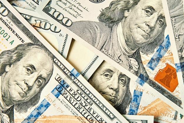 Dollarnoten hintergrund stapel von amerikanischem geld bargeld einhundert usd dollar banknoten