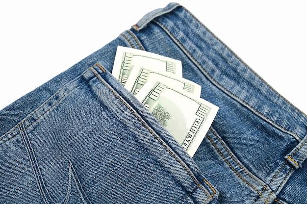 Dollarnoten in der gesäßtasche der jeans. hochwertiges foto