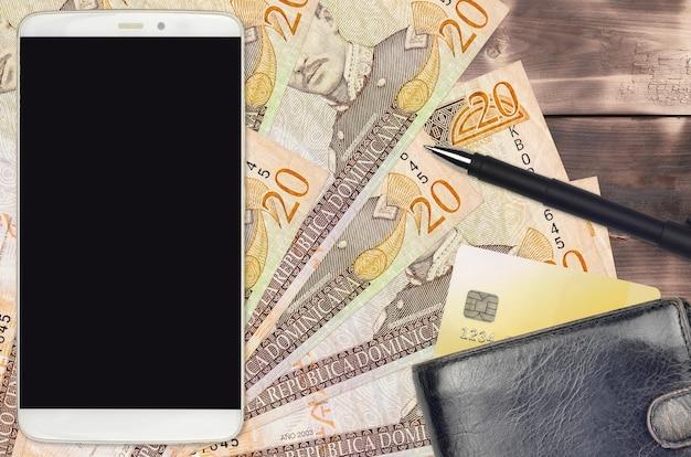 Dominikanische peso-rechnungen und smartphone mit geldbörse und kreditkarte