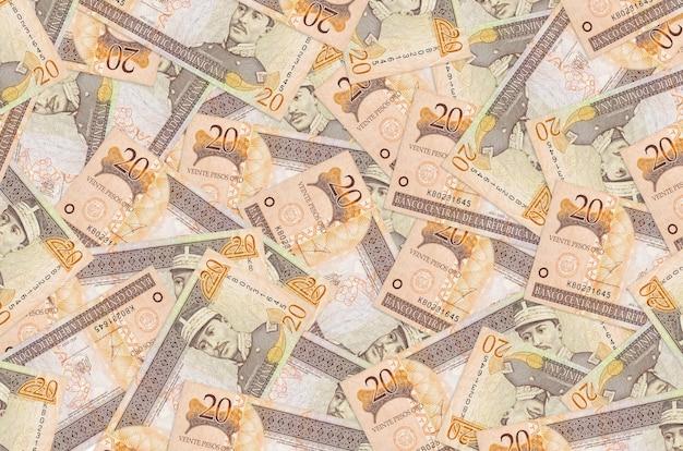 Dominikanische peso-scheine, die im großen stapel liegen