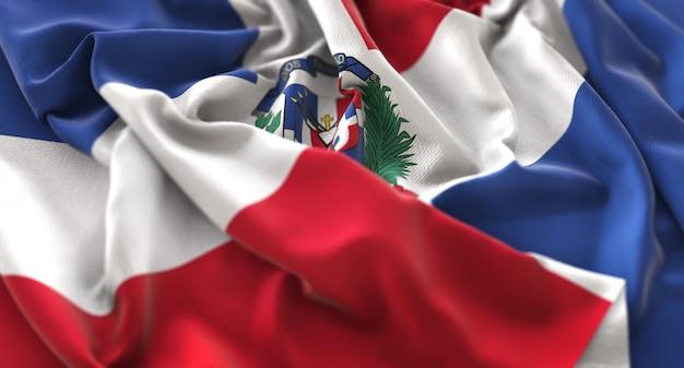 Dominikanische republik flagge gekräuselt winken makro nahaufnahme schuss