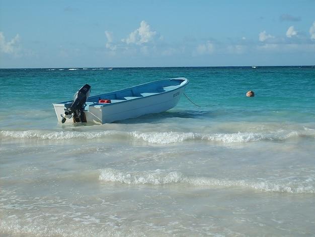 Dominikanische republik urlaub boot wasser karibik