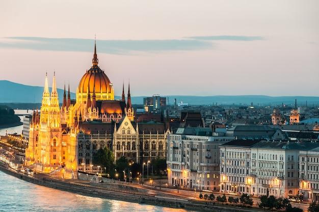 Donau-budapest-fluss parlamentspalast