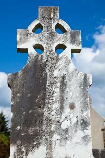 Donegal friedhof keltisches kreuz alten