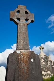 Donegal friedhof keltisches kreuz