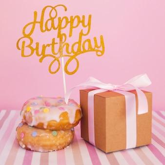 Donut mit topper und geschenk