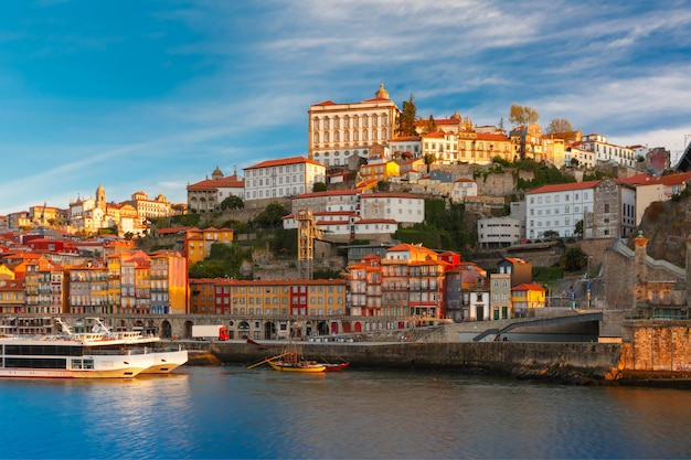 Douro fluss und dom luis brücke, porto, portugal.