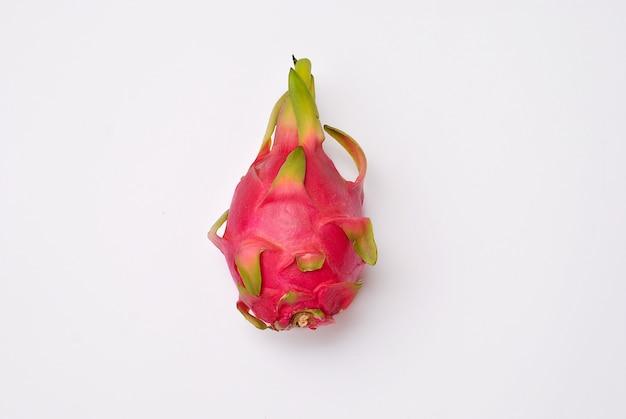 Drachenfrucht bekannt als pitahaya isoliert