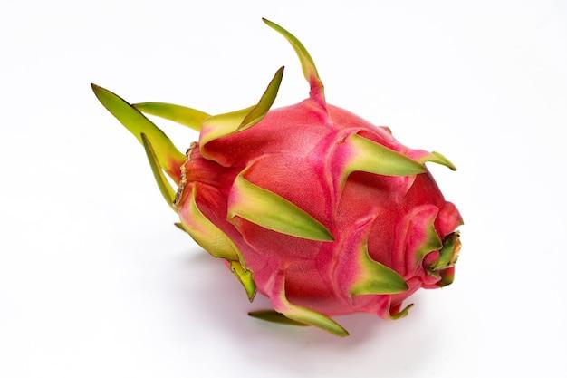 Drachenfrucht, pitaya isoliert auf weißem hintergrund.