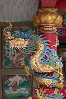 Drachestatue der chinesischen art