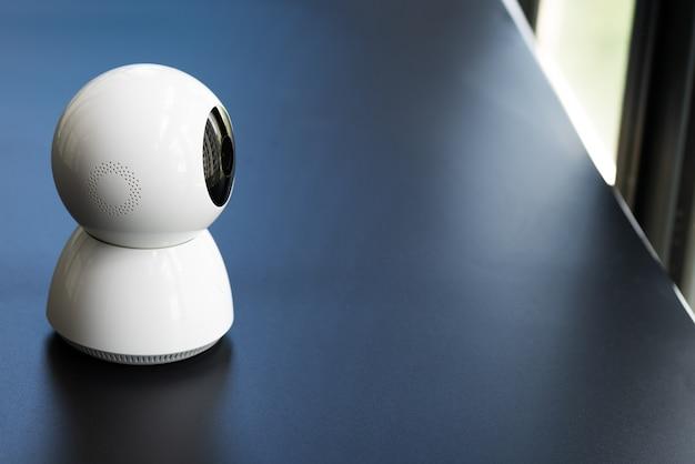 Drahtlose cctv-überwachungskamera, die im haus arbeitet