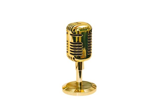 Drahtloses goldenes mikrofon mit ständer auf weißem hintergrund für redner bei konferenzen