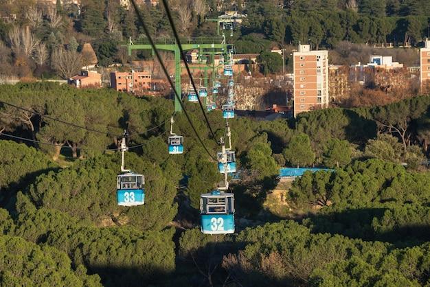 Drahtseilbahn über casa de campo park in madrid, spanien.