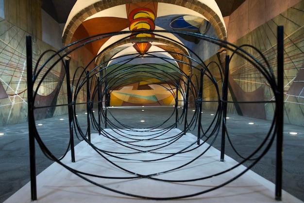 Drahtskulptur an der universität der schönen künste, san miguel de allende, guanajuato, mexiko