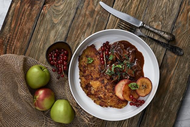 Draniki-kartoffelpfannkuchen. das naitonalgericht von weißrussland, ukraine und russland