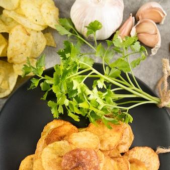 Draufsicht anordnung der köstlichen kartoffelchips
