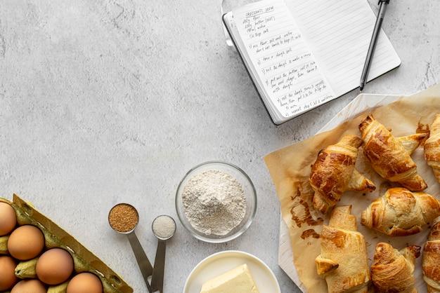 Draufsicht anordnung von leckerem essen und zutaten