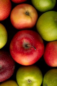 Draufsicht apfelmischung grüne und rote äpfel