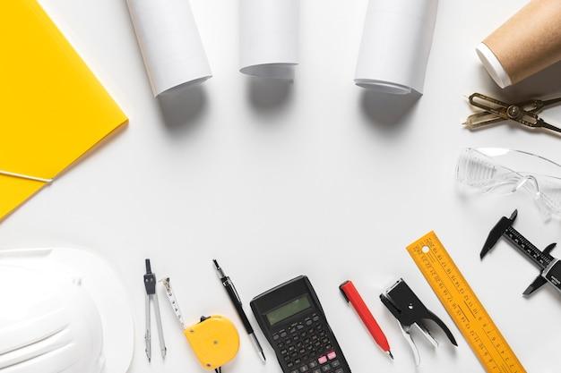 Draufsicht architekturprojekt mit verschiedenen werkzeugen zusammensetzung mit kopierraum