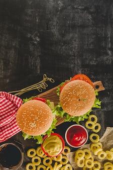 Draufsicht auf appetitliche fast-food-menü
