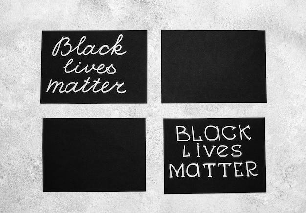 Draufsicht auf auswahl von karten mit schwarzer lebenssache
