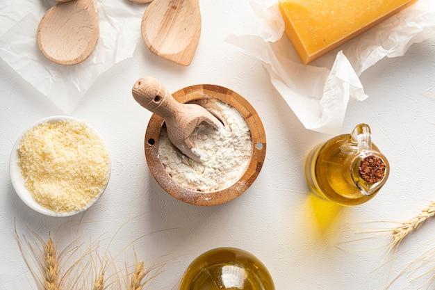 Draufsicht auf backküchenutensilien und zutaten