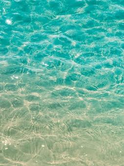 Draufsicht... auf das blaue... wasser der oberfläche....