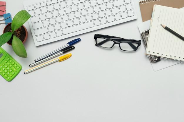 Draufsicht auf das schreibtisch- und marketinggeschäft.