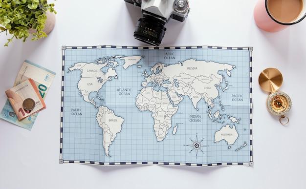Draufsicht auf das sortiment des tourismusartikels