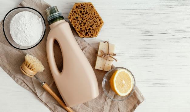 Draufsicht auf die anordnung der reinigungsprodukte